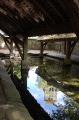 Reflet de l'église de Courances dans l'eau du lavoir