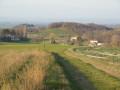 Relief et collines avec l'église de Charpey au loin