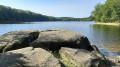 rocher sur le lac
