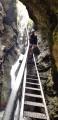 Une échelle sur cascade
