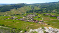 Village de Vergisson et la Roche de Solutré.