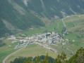 Vue aérienne du village de Larche