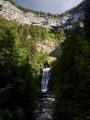 Vue d'ensemble de la grande cascade du Guiers Vif et de son pont