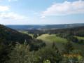 Vue du château de Joux depuis le belvédère de la Roche sarrasine