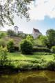 Vue sur l'Abbaye Saint-Vincent de Chantelle depuis les rives de la Bouble.
