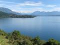 Vue sur le lac et les montagnes enneigées juste avant le retour à Brison