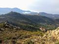 Vue sur le village de San Antoninu au loin et le couvent de Corbara en dessous.